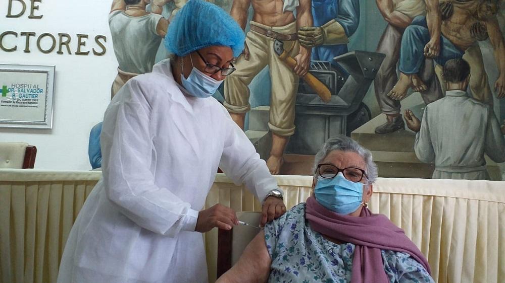 Hospital Gautier inicia vacunación adultos mayores contra Covid-19