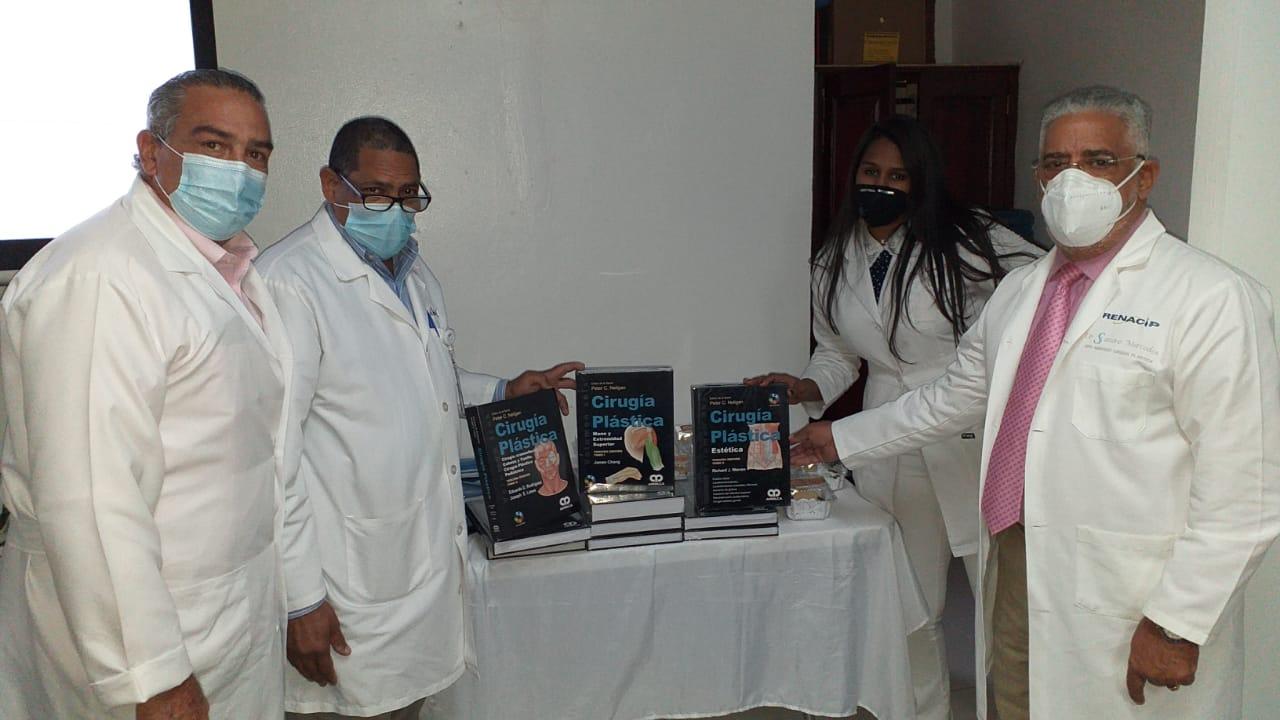 SNS dota de libros Cirugía Plástica a Residencia Médica del Gautier