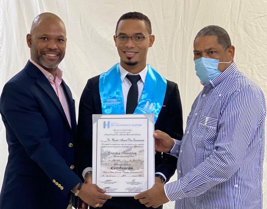Hospital Gautier entrega al país 74 nuevos médicos concluyeron programas en diferentes especialidades