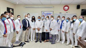 Grupo médicos residentes de ortopedia del Gautier escalan otro peldaño