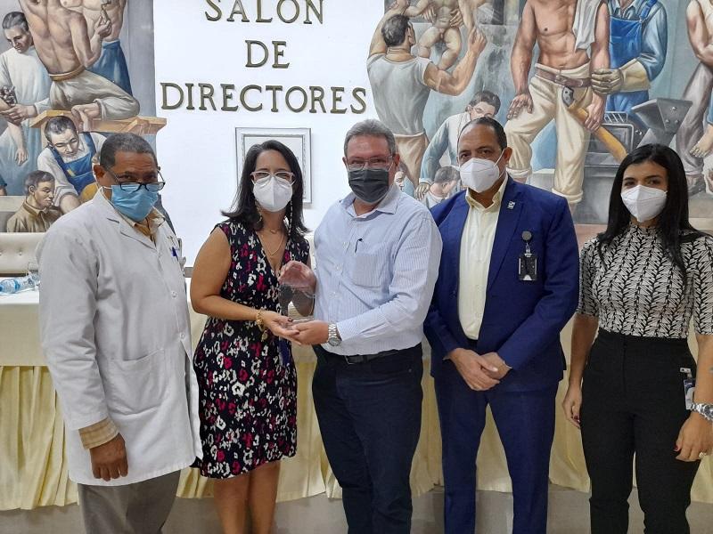 Hospital Gautier entrega varios reconocimientos por Día Nacional del Odontólogo